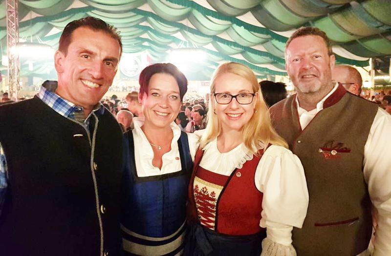 C. Jäger mit Margarete Schramböck