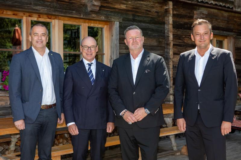 with A. Vahrner, C. Harisch & H. Auer
